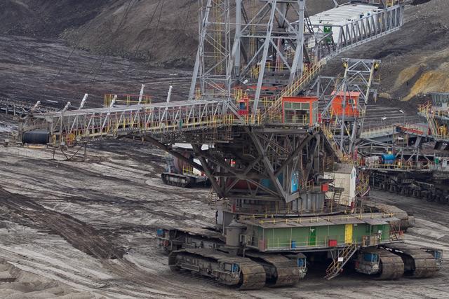 zdjęcie kopalnia węgla brunatnego w bełchatowie z bliska