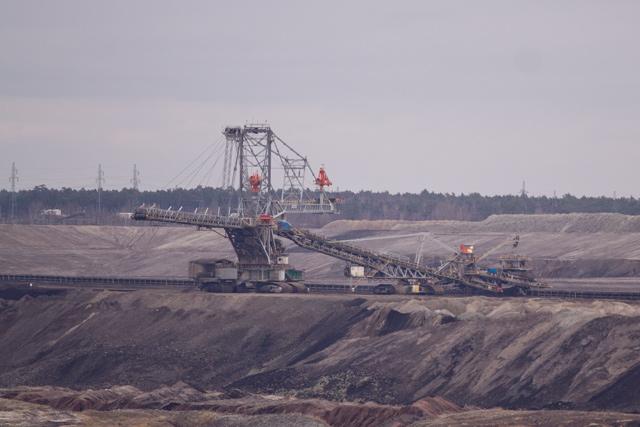 zdjęcie kopalnia węgla brunatnego w bełchatowie zwałowarka